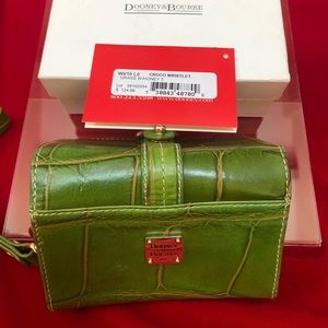 Dooney&Bourke Croco Wristlet Grass Honey